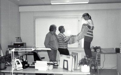 Opisto muutti kesällä 1996 uusiin tiloihin entiseen hammaslääkärin taloon ja sen odotushuone somistettiin kansliaksi